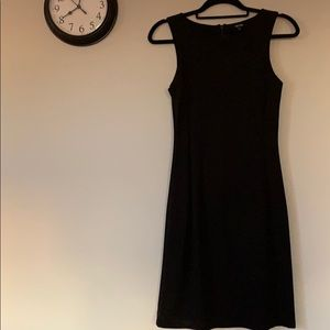 Fitted sleeveless black dress by Jacob